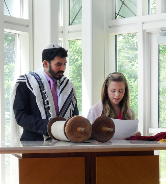 Jews for Jesus offers bar and bat mitzvah study to Jewish teens.